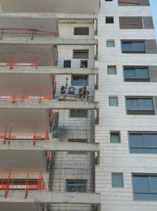 פרויקט דניה סיבוס שרונים - ניקוי מעטפת בניין בלחץ מים 3